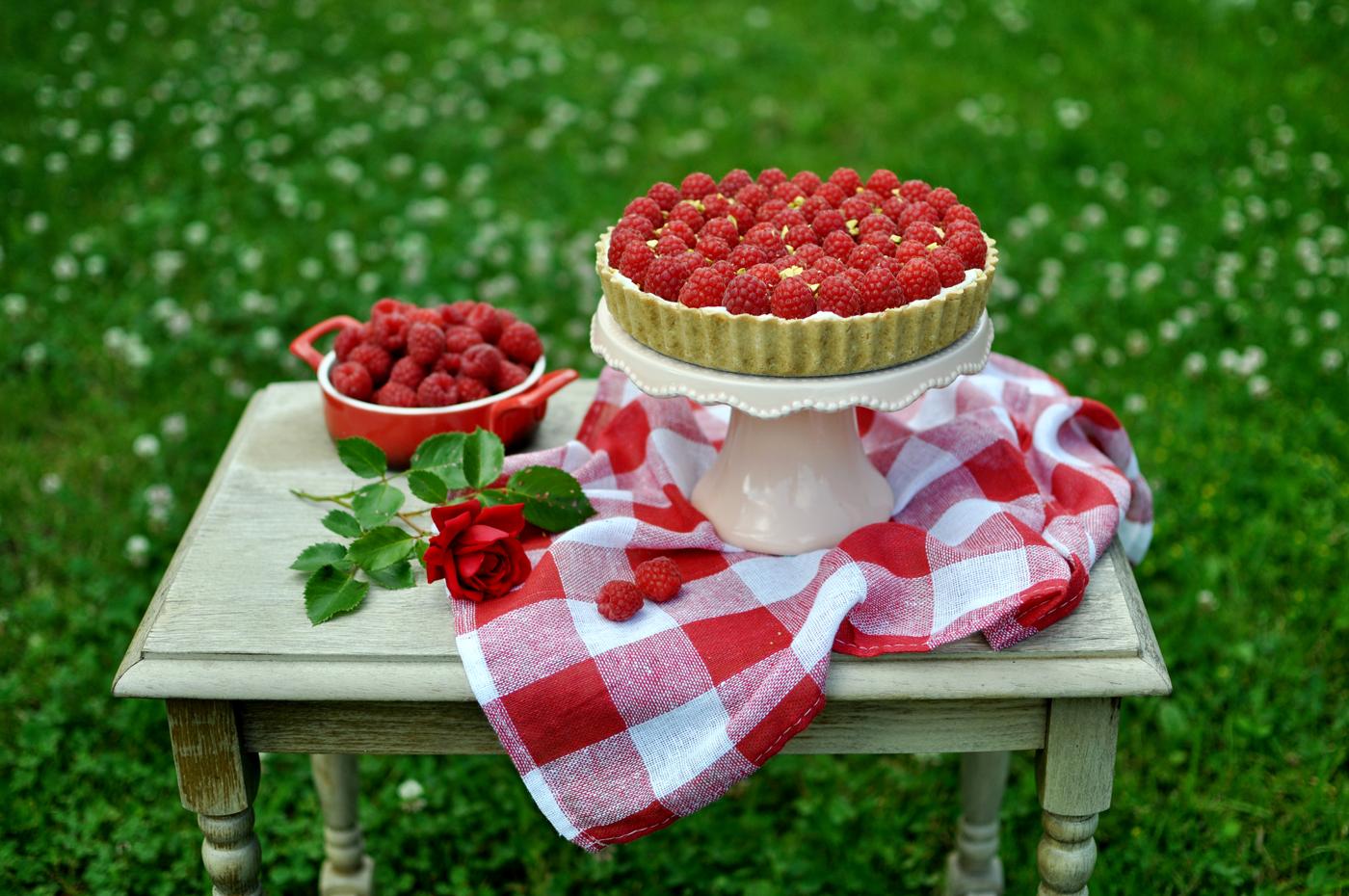 Tarta z malinami i pistacjami (bez pieczenia)