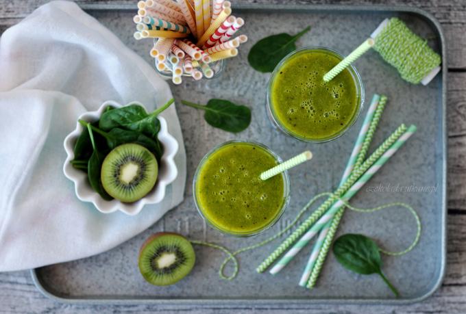 Zielony koktajl odmładzający ze szpinakiem i mango
